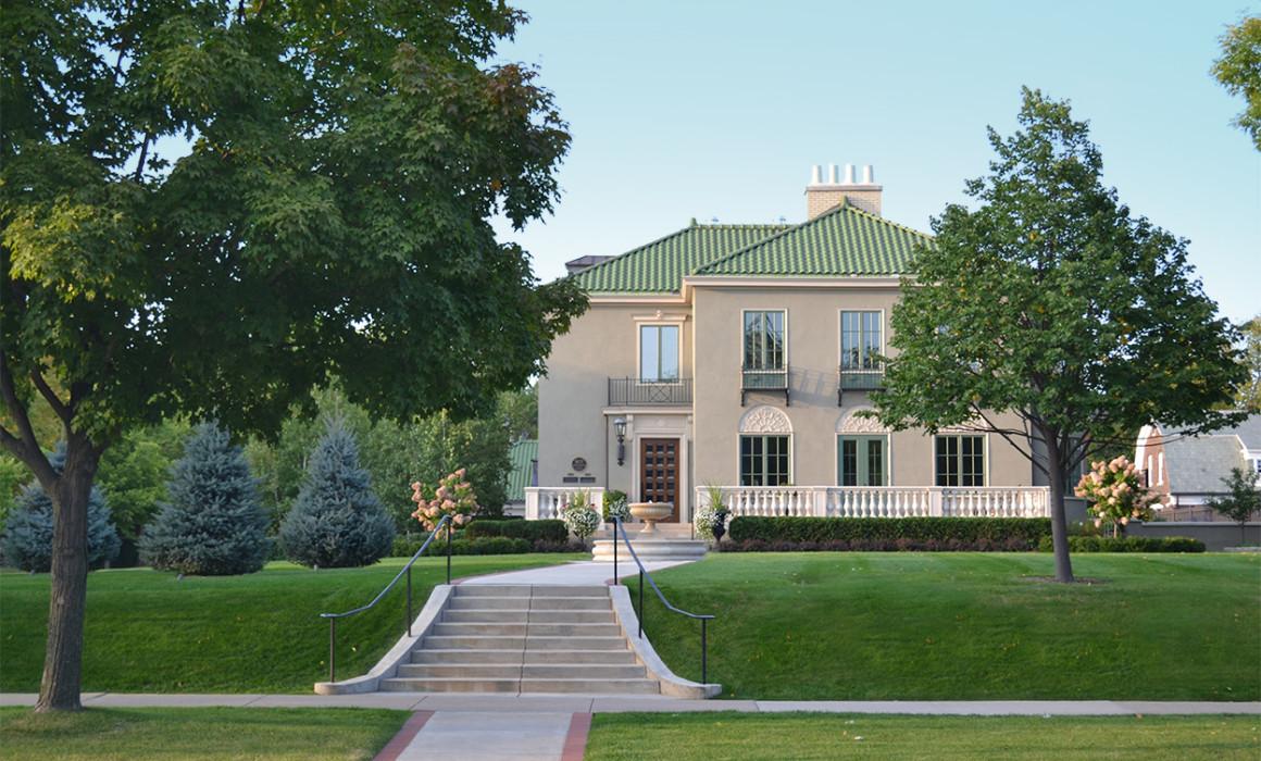 Summit Avenue Villa Exterior