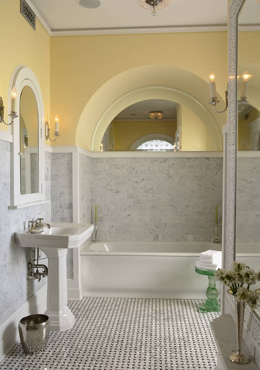 The tub is set in an arched and mirrored niche.