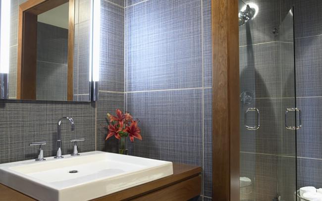 Downtown Riverfront Condo Guest Bath