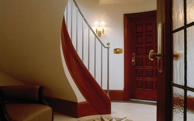 Lake Harriet Villa Stairs