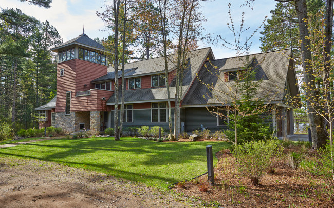 Tomahawk Lake House Exterior